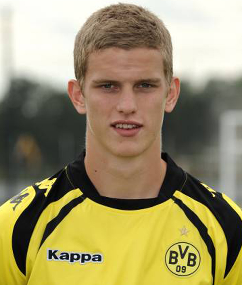 Sven Bender earned a  million dollar salary - leaving the net worth at 20 million in 2017