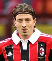 Milan bindet drei Spieler