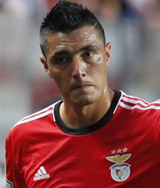 Olympiakos verpflichtet Oscar Cardozo