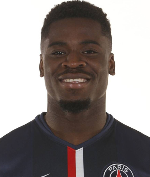 Serge Aurier Photos Et Images De Collection: Tottenham Hotspur