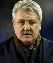 Fan wirft Kohl - Aston Villa entlässt Bruce