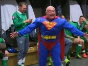 Irland feiert mit Superman in der Kabine