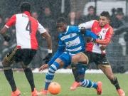 Der Fußball-Fauxpas - Angreifer köpft auf Torlinie noch daneben