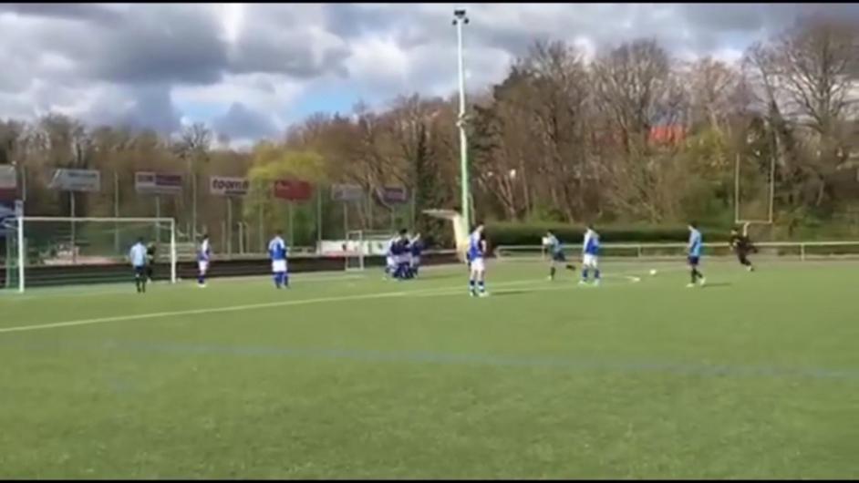 U19-Torwart erzielt Freisto�tor