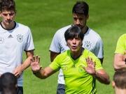 DFB-Profis lernen Franz�sisch - H�rtetest steht an