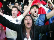 Erleichterung in blau wei� rot - Fans feiern Les Bleus