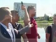 Im Video: Ronaldo wirft Mikro von Reporter in den See