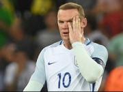 England am Boden - Zu klein f�r einen Fu�ballzwerg