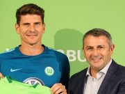Wolfsburgs Signal - Mario Gomez als Werbetr�ger