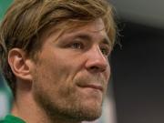 Werder-Kapit�n Fritz stellt sich vor den Trainer