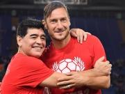 Fußball für den Frieden - Maradona zaubert mit Totti