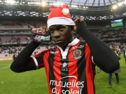 Weihnachtsmann Balotelli beschenkt Nizza