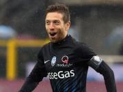 Gutes Auge: Bergamos Gomez nimmt genau Maß
