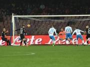 Einmal Köpfchen, einmal Volley: Caldara schlägt glückloses Neapel