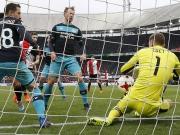 Eindhoven-Keeper Zoet: Kurioses Eigentor kostet Punkte