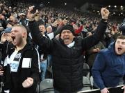 Torhüter-Einlage hilft mit: Newcastle feiert den Aufstieg!