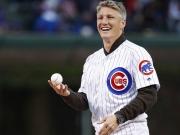 In hohem Bogen: Schweinsteiger beim Baseball