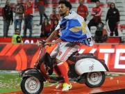 Benficas Meisterfeier: Mit dem Roller durch die Kabine!