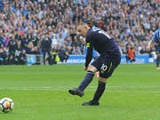 Rooney rettet Punkt vom Punkt
