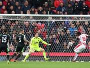 Stoke rutscht ab: Dioufs Anschluss fällt zu spät