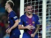 Jubiläum für Messi - Paco packt den Ball unters Trikot