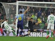 Verrückte Nachspielzeit in Sevilla