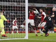 Welbeck schießt Arsenal ins Halbfinale
