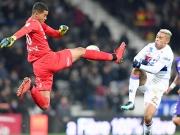 Nicht so herrlich: Mariano Diaz' Schwalbe bringt Lyon in die Spur