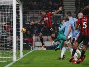 Kontroverses Tor in der Nachspielzeit! Fragwürdige Schiri-Entscheidungen in Bournemouth
