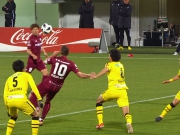 Podolskis Fallrückzieher entschärft: Ito-Tore schlagen Kobe