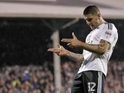 Fulham siegt irregulär und lässt nicht locker