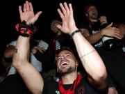 Frenetischer Empfang: 10.000 Club-Fans feiern Aufstieg