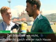 Rückflugtickets für DFB: Schwede foppt Khedira