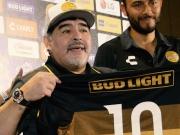 Maradona zurück im Fußball: