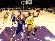 18 LeBron-Punkte in 15 Minuten - Lakers' erster Sieg