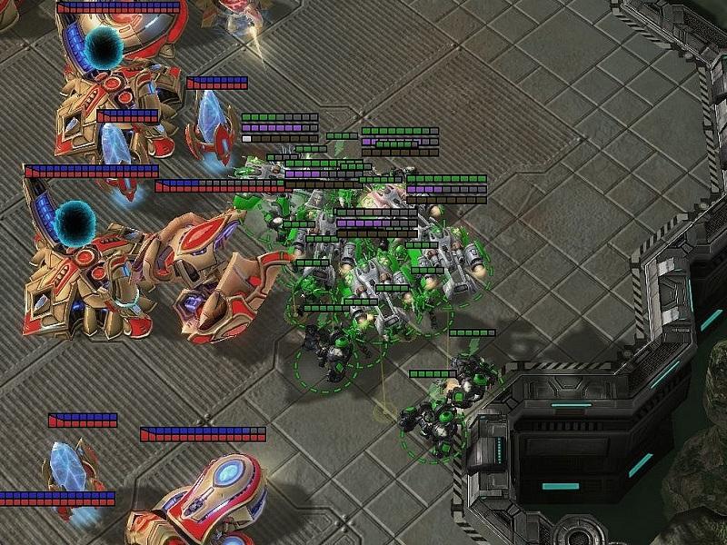 Der Terraner befördert mit Hilfe vieler Medivacs seine Einheiten in die Basis des Protoss, was auch Doom Drop genannt wird.