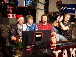 Ausgelassene Stimmung: Spieler und auch Gäste kommentieren die Spiele ihrer Kollegen.