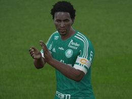 Alt aber gut: Ze Roberto macht in FIFA 16 auch als 41-Jähriger eine gute Figur.