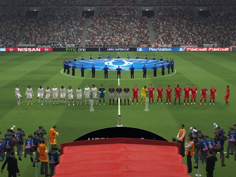 Beste Atmosphäre beim UEFA Super Cup. Die Spieler machen sich bereit und lauschen der Hymne: