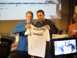 Newcomer Michael Bittner mit Losfee Frank Lampard.