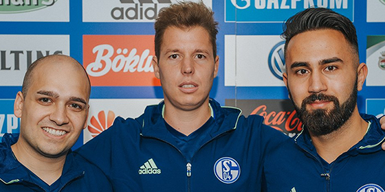 Der FC Schalke 04 stellt sein neues FIFA Team vor: (v. li.) Teamleiter Joshua Begehr, Mario Viska und Cihan Yasarlar.