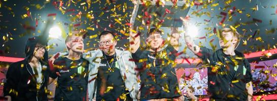 'Miracle-' (li.) gl�nzt im Finale und gewinnt mit seinem Team OG die f�nfte DreamLeague Saison