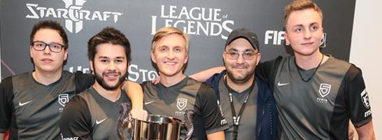 Mit seinem ehemaligen Team PENTA Sports gewann 'Spiidi' (ganz rechts) die ESL Meisterschaft im Winter 2015.