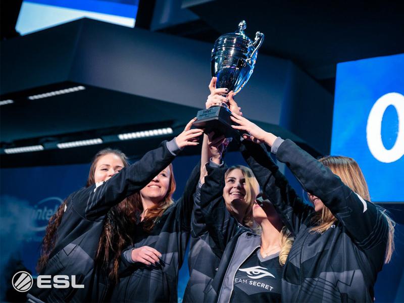 Auch in diesem Jahr gewann Julia 'Juliano' Kiran (li.) mit Team Secret das Female-CS:GO-Turnier in Katowice.
