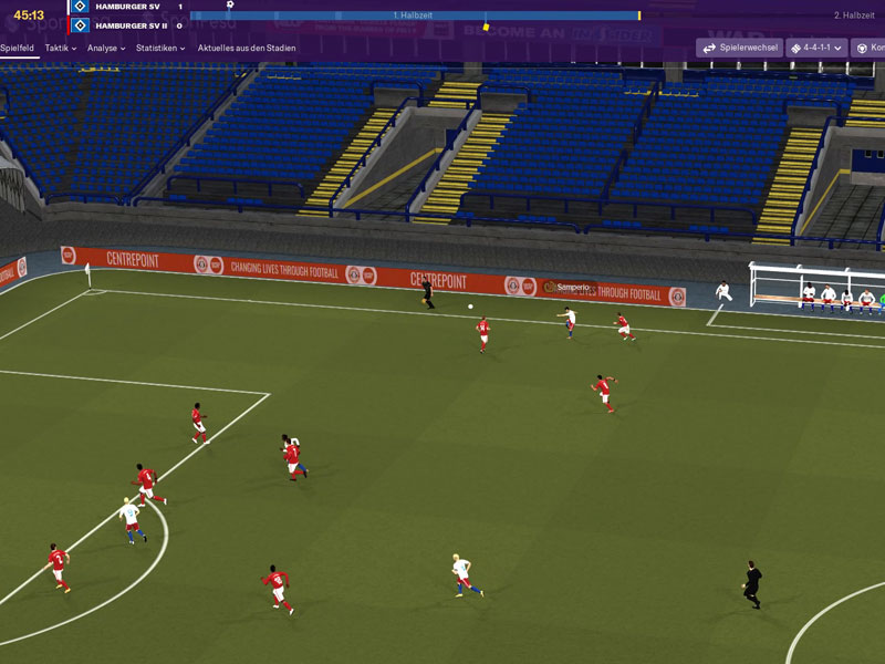 Optisch kann das Spiel noch zulegen, aber während der Partien könnt Ihr jederzeit ins Spiel eingreifen und das Team managen.
