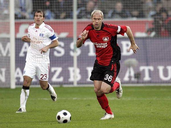 Glaubt an ein Weiterkommen gegen seinen Ex-Klub: Sergej Barbarez (r., mit Rafael van der Vaart).