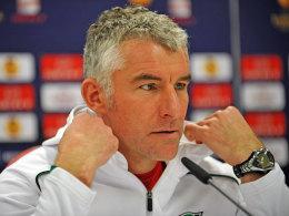 Mirko Slomka auf der Pressekonferenz vor dem Rückspiel gegen Atletico