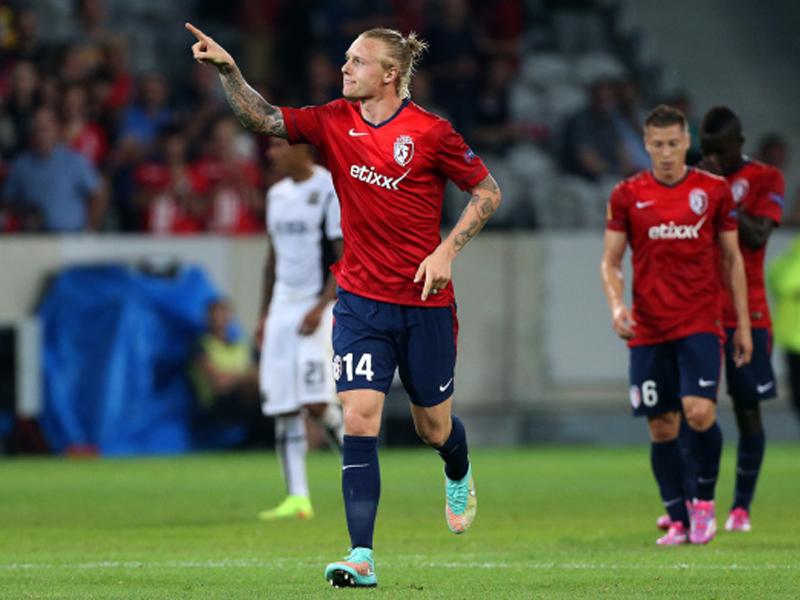 Grüße an die alten Kameraden: Simon Kjaer kehrt mit dem OSC Lille nach Wolfsburg zurück.