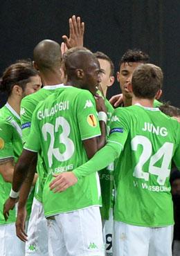 Der VfL Wolfsburg jubelt in Lille