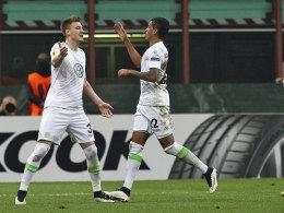 Schlag ein: Bendtner (li.) und Luiz Gustavo bejubeln den 2:1-Siegtreffer.